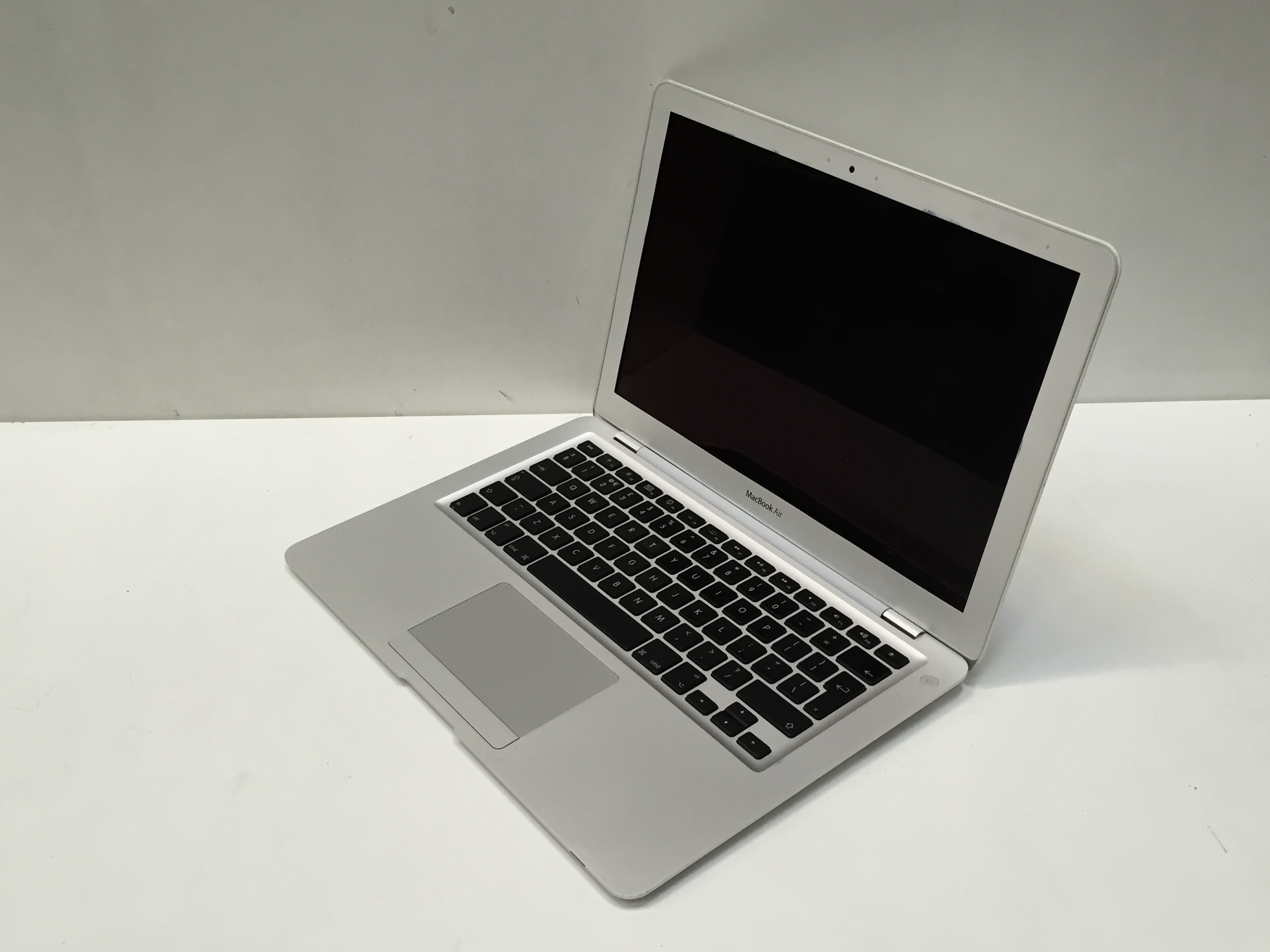 Apple MacBook Air 13.3inch 1.86GHz 2GB Ram 128GB SSD MB940B/A A1304