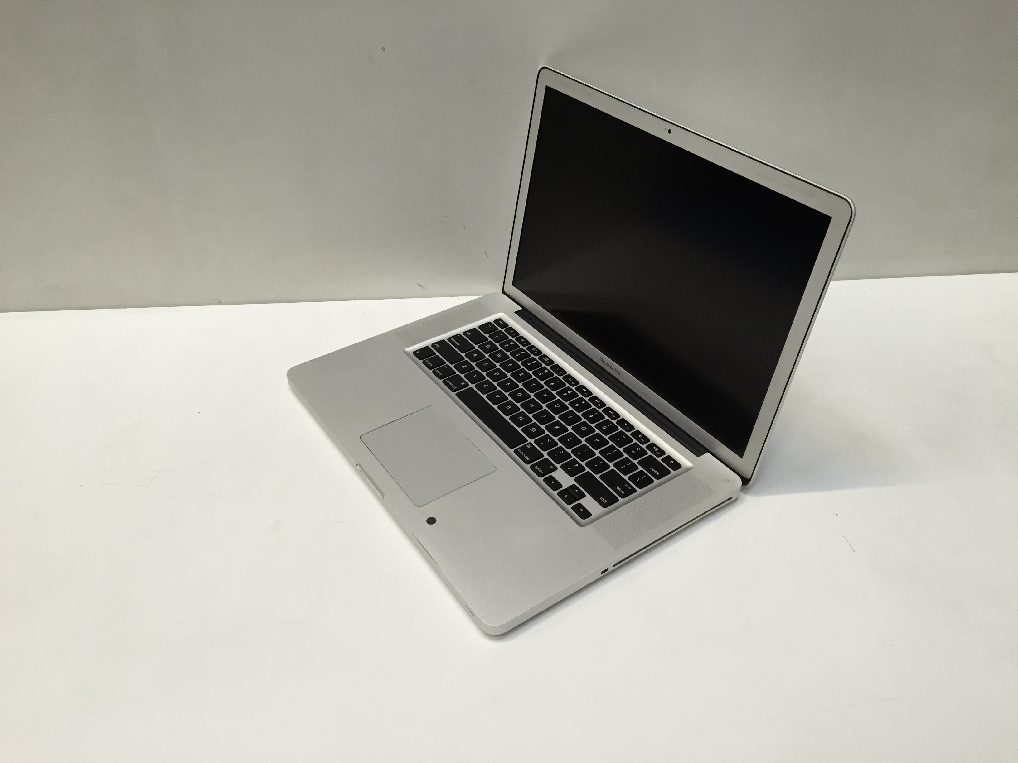 Apple MacBook Pro 15inch Intel Core i7 8GB 750GB HDD MC721B/A A1286